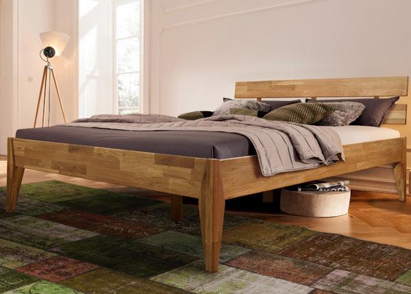 Кровать из массива дуба Elke
