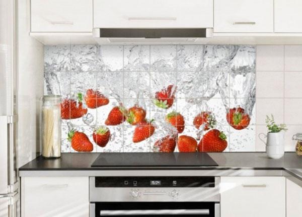 Наклейки на плитку Fresh strawberries in water 60x120 cm